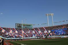 [ 第93回天皇杯 決勝 横浜FM vs 広島 ] 横浜FMサポーターが選手入場時に「2014横浜の年に」と書かれた巨大ゲーフラを掲げる!試合に向けてスタジアムのボルテージが最高潮に!