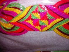 cargadera de mochilas Tapestry Bag, Tapestry Crochet, Loom Weaving, Braids, Lily, Blanket, Girdles, Knits, Knots