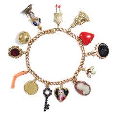 Lucky Charms - Edles Bettelarmband aus zwei Generationen, Gold mit 13 Anhängern, um 1900 bis ca. 1970 von Hofer Antikschmuck aus Berlin // #hoferantikschmuck #antik #schmuck #Armbänder & Armreife #antique #jewellery #jewelry // www.hofer-antikschmuck.de