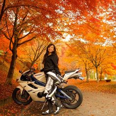 Lady Biker, Biker Girl, Moto Bike, Racing Bike, Selfie Poses, Bike Life, Sport Bikes, Dream Life, Ducati