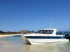 Beaching an ArrowCat 30 Offshore Power Catamaran