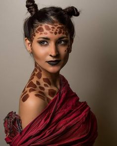 like a giraffe make-up adult shoulders forehead nose eyes - Fasching - halloween makeup Giraffe Costume, Animal Costumes For Adults, Animal Halloween Costumes, Party Animal Costume, Halloween Games, Halloween Ideas, Halloween Makeup Looks, Halloween Make Up, Costumes