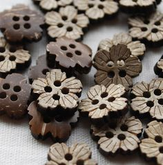 10 Coconut shell cherry blossom buttons, 15mm