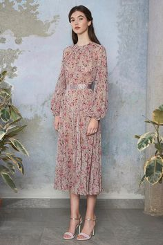 Spring Summer 2017 Extra Look – Luisa Beccaria Modest Dresses, Modest Outfits, Simple Dresses, Modest Fashion, Elegant Dresses, Pretty Dresses, Vintage Dresses, Beautiful Dresses, Short Dresses