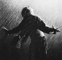 Chuva - rain - lluvia - estação - season - temporada - chovendo - raining - lloviendo - temporal - tempestade - storm - tormenta - dias - days - día - chuvoso - rainy - lluvioso - clima - climate - tempo - água - water - gotas - drops – feliz – happy – felicidade – happiness - homem – man – hombre - divertindo-se - having fun - divertirse - brincar – play – jugar – brincando – playing – jugando – diversão – diversión - preto e branco - black and white - en blanco y negro
