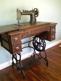 Vintage Singer Sewing Machine ~ Exactly like ours. Sewing Machine Tables, Treadle Sewing Machines, Antique Sewing Machines, Sewing Table, Vintage Sewing Notions, Estilo Retro, Sewing Studio, Sewing Accessories, Sewing Patterns