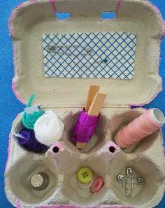 Caixa de costura feita com caixa de ovos.