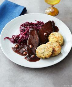 Rezept für Sauerbraten bei Essen und Trinken. Und weitere Rezepte in den Kategorien Gemüse, Gewürze, Kräuter, Rind, Alkohol, Hauptspeise, Braten (Fleisch), Braten, Kochen, Einfach, Gut vorzubereiten.