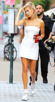 Hailey Baldwin leaving Jack's Stir Brew Coffee in New York wearing a white mini dress. She accessorized the look with … Estilo Hailey Baldwin, Hailey Baldwin Style, Hayley Baldwin, Look Fashion, Fashion Outfits, Womens Fashion, Nyc Fashion, Celebrity Outfits, Celebrity Style