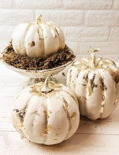 White Pumpkin Decor, Gold Pumpkin, White Pumpkins, Painted Pumpkins, Fall Pumpkins, Pumkin Decoration, Harvest Decorations, Thanksgiving Decorations, Pumpkin Designs