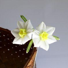 Suisen Japanese Narcissus Tsumami Kanzashi by AtelierKanawa