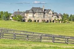 An Exquisite 101 Acre Equestrian Estate in Ontario, Canada. Luxury Homes Dream Houses, Dream Homes, Mega Mansions, Luxury Mansions, Dream Mansion, Rich Home, Modern Mansion, Expensive Houses, House Goals
