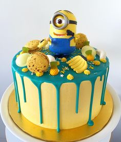 I'll do the drip cake with the cookies, banana runts, twinkie minions with candy melts and sprinkle medley Superhero Birthday Cake, Cupcake Birthday Cake, Minion Birthday, Cupcake Cakes, Happy Birthday, Minion Party Theme, Geek Birthday, Torta Minion, Minion Cupcakes