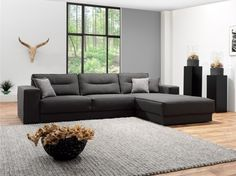 Mooie grijze stoffen hoekbank. Landelijk en strak. Long Chair, Elegant, Home Living Room, Relax, Couch, Furniture, Home Decor, Garden, Ideas