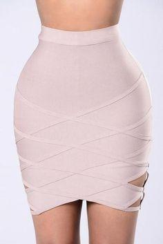 86c773a335cb 48 najlepších obrázkov z nástenky Dámske sukne  mini sukne