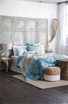 How to redo a bedroom on a budget beautiful bedrooms redo master bedroo Small Garden Inspiration, Interior Inspiration, Chaise Noir Design, Design Loft, Home Budget, Linen Bedroom, Cottage Farmhouse, Decoration Design, White Furniture