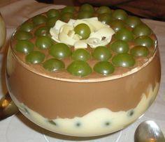 A Delícia de Uva é uma sobremesa de dar água na boca. Faça para os seus convidados e familiares e receba muitos elogios! Veja Também: Bombom de Uva na Trav