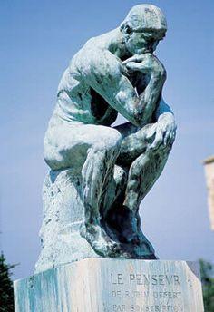 """Esta famosa escultura se llama """"El Pensador"""" y fue creada por Auguste Rodin. ¿Y sabes una cosa? La mayoría de las personas no piensan.  Cada vez que veo esta escultura pienso… """"Debería pasar un poco más de tiempo pensando"""".  Si inviertes tiempo pensando, encontrarás que es la mejor inversión que habrás hecho.   Es la función más elevada de la que eres capaz. Ninguna forma de vida es capaz de hacer eso.   Quieres descubrir tus capacidades para pensar? http://www.comotupiensas.com/"""