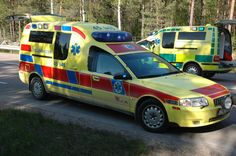 Volvo S80 Ambulance (UYA 643) - Emergency-Archive.com