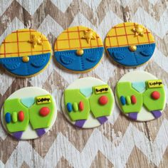 Fondant Buzz and Woody Toy Story cupcake toppers                                                                                                                                                                                 Más