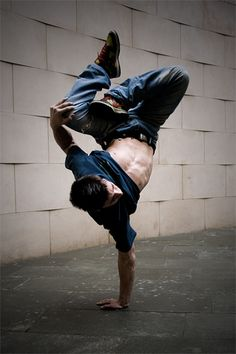 Air Freeze - Breakdance by Ivo Lázaro, via Flickr