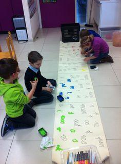 Letters/woorden verven met de vinger Learning Letters, Fun Learning, Learning Activities, Teaching First Grade, Phonics Activities, Kindergarten Art, Tot School, Literacy, Kids