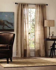 rideaux en lin naturel assortis a la lampe en meme couleur