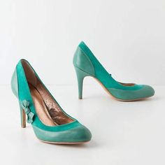 """Miss Albright side bow pump ✨ New in box Miss Albright Specialty vintage inspired emerald green Bow Pump from Anthropologie. Leather upper with 3.5"""" leather wrapped heel. Anthropologie Shoes Heels"""