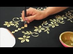 diy fabric painting techniques - Diy Techniques and Supplies Fabric Painting On Clothes, Dress Painting, Painted Clothes, Silk Painting, Fabric Paint Shirt, Hand Painted Fabric, Gold Fabric, Fabric Paint Designs, Beautiful Flower Designs