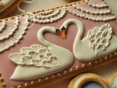Amazing cookies! the Swans are so beautiful