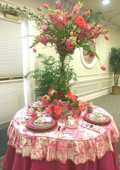 50 shades of pink table © The Gracious Posse