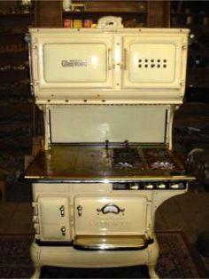 Gas Ranges Antique Kitchen Stoves, Antique Wood Stove, Old Kitchen, How To Antique Wood, Vintage Kitchen, Kitchen Cook, Kitchen Ideas, Wood Burning Cook Stove, Wood Stove Cooking