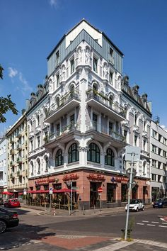 Just a walk from the Königsallee shopping street, this historic, hotel in central Düsseldorf offers elegant rooms, Wi-Fi internet access,. Burns, Dusseldorf Germany, Shopping Street, 4 Star Hotels, Contemporary Art, Street View, Dating, Mansions, Country