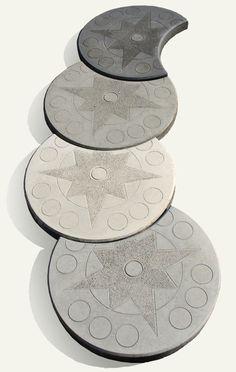 Kręgi betonowe - księżyc. Idealne do budowy ścieżek w ogródkach przydomowych.