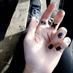 ☯ there is nothing more aesthetic to me than strange little symbols drawn on someone's hand   ☯