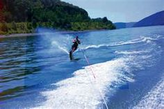 My mom was an awesome water skier! She would do this same move!