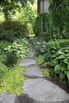 Creative Pathway and Walkway Ideas For Your Garden Designs. To sum up, pathways simply shouldn't be overlooked. Garden Paving, Garden Stepping Stones, Garden Paths, Flagstone Path, Stone Walkways, Stone Paths, Garden Images, Woodland Garden, Shade Garden