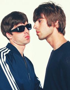noel and liam gallagher Liam Gallagher Oasis, Noel Gallagher, Liam Gallagher 1994, Banda Oasis, Liam Oasis, Oasis Band, Liam And Noel, Indie Boy, Band Photography