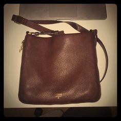 Fossil Crossbody bag Fossil Crossbody purse! Only used a couple times. Fossil Bags Crossbody Bags