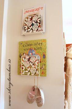 IKEA Hackers: Romantic book shelves using Liksidig napkin holder