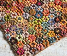 Креативный французский дизайнер Sophie Digard, создает необычные изделия, вязаные крючком. Из множества вязаных элементов получается цельное полотно, гармоничное по цвету и фактуре. Думаю многих вязальщиц вдохновит этот замечательный мастер!