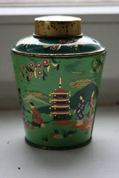 Small vintage tea tin, green with Japanese motifs, ca. 1950s