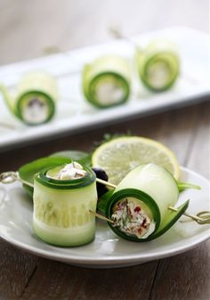 cucumber rolls with feta. a healthy snack or appetizer before dinner. Wedding Appetizers, Holiday Appetizers, Appetizer Recipes, Holiday Recipes, Appetizer Ideas, Easter Appetizers, Yummy Appetizers, Appetizer List, Vegtable Appetizers