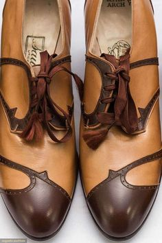 1920s, 1 pair brown leather w/ dark taupesuede inserts.