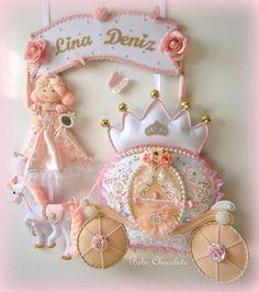 Pudra renkli prensesli keçe kapı süsü