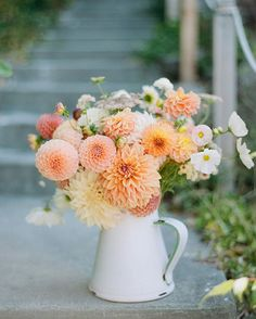 October is on its way out and we STILL have dahlias! Can I be honest though? I've been waking up every morning, eagerly peeking out to see… Summer Flowers, Fresh Flowers, Beautiful Flowers, Dahlia Bouquet, Dahlia Flower, Cut Flower Garden, Flower Farm, Spring Flower Arrangements, Floral Arrangements