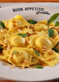 ❦ theitaliancowboy:  ragazzab13:  italian—food:  ravioli burro e salvia  Buon appetito a tutti…