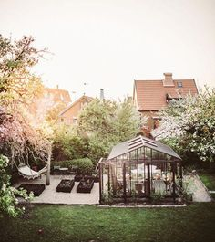 A greenhouse and a hammock? Sign me up for this beautiful backyard! A greenhouse and a hammock? Backyard Greenhouse, Balcony Garden, Backyard Landscaping, Greenhouse Wedding, Greenhouse Plans, Garden Cottage, Home And Garden, Dream Garden, Garden Planning