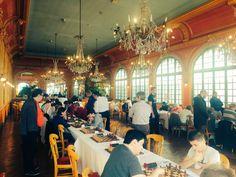 Lutèce Echecs    @LuteceEchecs  23 hil y a 23 heures Plus Lancement du tournoi rapide du @Rotary Club de #Versailles et du Cercle du Roi Soleil dans le salon des glaces de l'hôtel de France. Superbe salle de jeu ! #chess #echecs #Rotary
