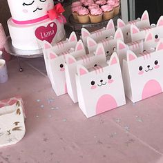 10 Sets of wedding clear macaron packaging macaron box Kitten Party, Cat Party, Macaron Packaging, Gift Packaging, Ideas Para Fiestas, Cat Birthday, Fiesta Party, Candy Bags, Window Cookies